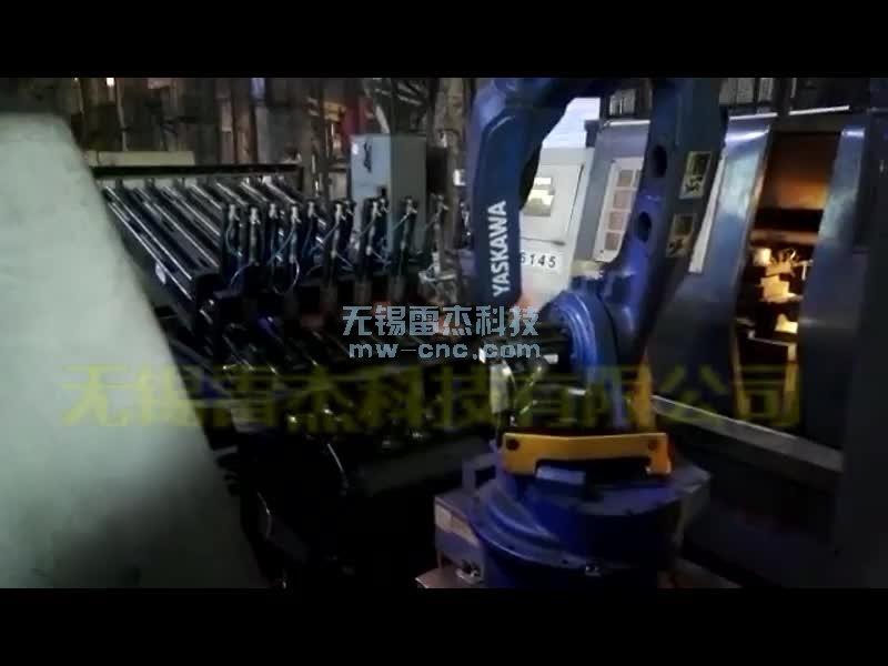 1拖3数控车床机器人自动送料(8-1)