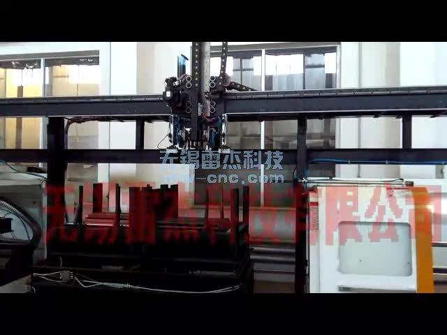 桁架机械手-电机长轴自动上下料,双顶尖-工件在周转箱叠放(7-6)